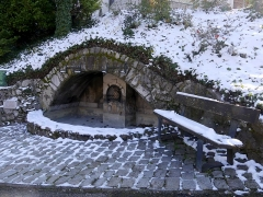 Fontaine des deux Bourneaux - English:   Sight of snow-covered fontaine des deux bourneaux fountain, in Chambéry, Savoie, France.
