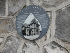 Hôtel de ville (ancien hôtel de la famille Lumière) - Français:   Hôtel de ville: plaque Villa Lumière.