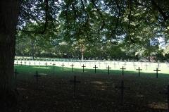 Monument du cimetière militaire allemand - Deutsch:   Deutscher Soldatenfriedhof Saint Quentin, Gräberfeld