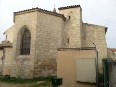 Eglise paroissiale Saint-Amand - Français:   Église de Saint-Amand de Sénas - Vue partielle du nord est - Bouches du Rhône - France