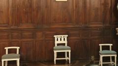 Ancien couvent des Grands-Augustins - Français:   Arles (Bouches-du-Rhône, France), église St Césaire dans le quartier de la Roquette, ancienne église conventuelle des Grands-Augustins, commencée en 1258, remaniée à plusieurs reprises au cours des siècles, seule paroisse de ce quartier et troisième église de la ville ancienne encore utilisée. A gauche du chœur, lambris du 18e siècle et trois sièges de célébrant de couleur blanche.