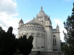Basilique Sainte-Thérèse - Français:   Basilique Sainte-Thérèse de Lisieux