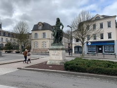 Monument à Marceau - Français:   Monument à Marceau, place des Épars, Chartres.