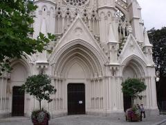 Eglise Notre-Dame du Saint-Cordon - Français:   façade de l'église vue de face