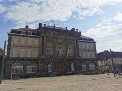 Hôtel de ville - English:   hôtel de ville