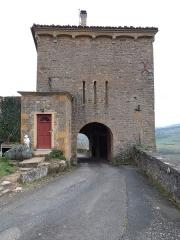 Château de Montmelas (également sur commune de Saint-Julien) - Français:   Tour d\'accès, côté intérieur.