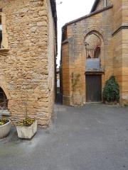Chapelle des Prébendiers dite chapelle Sainte-Catherine - Français:   Passage de la Chapelle: depuis la place de l\'Ancienne Église.