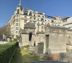 Cimetière Montmartre - Français:   Chapelles funéraires au cimetière de Montmartre.