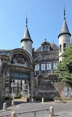 Hôtel de Vauluisant -   Troyes (Aube) - Musée de Vauluisant. Musée consacré à l\'art troyen du XVIe siècle et à la bonneterie. Il occupe l\'hôtel de Vauluisant qui est classé.. .  <a href=\