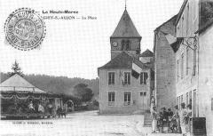 Eglise - Français:   Carte postale ancienne  La place de Giey-sur-Aujon, Haute-Marne, France.