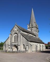 Eglise - Français:   Extérieur de l\'église Notre-Dame de l\'Assomption à Isômes (52). Façade occidentale et flanc sud.