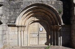 Eglise - Français:   Extérieur de l\'église Notre-Dame de l\'Assomption à Isômes (52). Portail occidental.