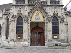 Eglise Saint-Saturnin - Français:   Entrée nord de l\'église Saint-Saturnin de Nogent-sur-Marne
