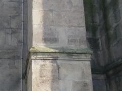 Eglise Saint-Cyr-Sainte-Julitte - Français:   Villejuif - église Saint-Cyr - côté place de l\'Eglise