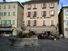 Fontaine -  Hautes-Alpes Embrun Place Barthelon Fontaine 13072014