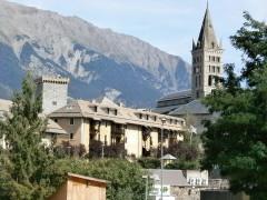 Ancien archevêché d'Embrun - English:   Embrun old town