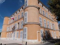 Château d'Albertas - Français:   Le château des Marquis d\'Albertas est devenu l\'Hôtel de Ville de Gémenos (Bouches-du-Rhône) en 1893