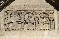Chapelle et Tour Saint-Gabriel - Français:   France - Provence - Chapelle Saint-Gabriel de Tarascon - Le tympan avec l\'Annonciation et la Visitation