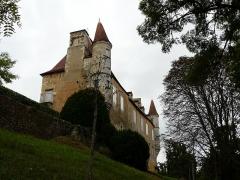Château de Monsec - Français:   Le château de Monsec vu depuis l\'est-nord-est, Mouzens, Dordogne, France.
