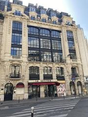 Métropolitain, station Sentier - Français:   97 rue Réaumur à Paris, avec l\'entrée du métro Sentier.
