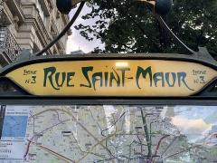Métropolitain, station Saint-Maur - Français:   Entrée de la station de métro Rue Saint-Maur, avenue de la République, Paris.