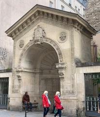 Fontaine de la Roquette - Français:   Fontaine de la Roquette, Paris.