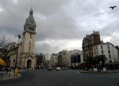 Eglise Saint-Pierre de Montrouge - Français:   Place Victor-et-Hélène-Basch avec l\'église Saint-Pierre-de-Montrouge  - Paris XIV