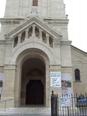 Eglise Saint-Pierre de Montrouge - Français:   L\'église qui se trouve place Victor-et-Hélène-Basch