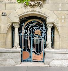 Immeuble dit Castel Béranger - Français:   14, rue Jean-de-La-Fontaine, Paris 16e: entrée du Castel Béranger.