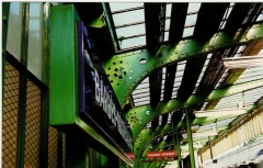 Métropolitain, station Barbès-Rochechouart - Français:   Quai de la station de métro Barbès-Rochechouart