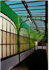 Métropolitain, station Barbès-Rochechouart - Français:   Station de métro Barbès-Rochechouart.1993