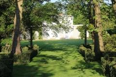 Hôtel de Pompadour - Français:   Jardins de l\'hôtel de Pompadour, à Fontainebleau.