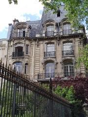 Parc Monceau - Français:   Immeuble du 16, rue Alfred-de-Vigny, Paris 8e: façade sur le parc Monceau.