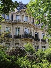 Parc Monceau - Français:   Hôtel Menier, 5, avenue Van-Dyck, Paris 8e.