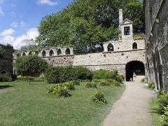 Ruines de l'abbaye de Beauport - Français:   Aile septentrionale du cloître de l\'abbaye de Beauport en Paimpol (22).