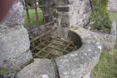 Château de la Roche-Jagu et ses dépendances - Français:   Puit extérieur