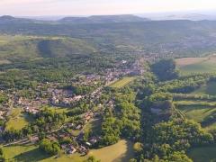 Ancien château fort - Français:   Vue aérienne de Saint-Saturnin (Puy-de-Dôme) en 2021