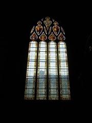 Cathédrale Sainte-Marie - Français:   Cathédrale Sainte-Marie d\'Auch, Gers. Vitrail d\'une chapelle latérale.