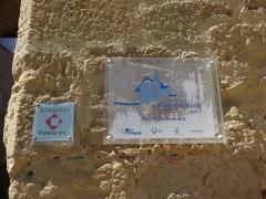 Porte de ville - Français:   Plaques d\'informations sur la tour-porte de Mont-d\'Astarac.