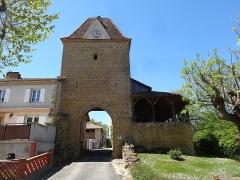 Porte de ville - Français:   La tour-porte de Mont-d\'Astarac.