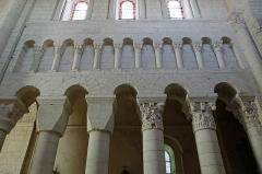Eglise Saint-Genou (ancienne abbatiale) - English:   Abbatiale Saint-Genou de Saint-Genou chapiteaux travée du choeur Troisième et quatrième chapiteaux, de gauche à droite Daniel dans la fosse au lions et la légende de saint Genou.
