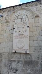 Eglise paroissiale Saint-Gilles - Français:   Plaque commémorative de la naissance de Jeanne d\'Arc à L\'Île-Bouchard, rappelant son passage \