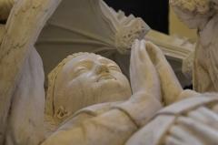 Ancienne collégiale Saint-Ours - Français:   Détail du tombeau d'Agnès Sorel (visage du gisant).