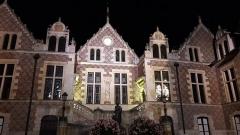 Hôtel Groslot, actuellement Hôtel de ville - English:   Night view of the façade of Hôtel Groslot in Orléans