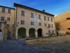 Citadelle et palais du Gouverneur, partiellement aménagé en Musée d'Ethnographie - Français:   Le Pavillon des Nobles Douze était la résidence du représentant élu, délégué auprès du Gouverneur génois.