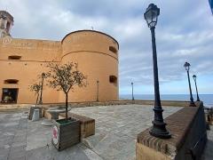 Citadelle et palais du Gouverneur, partiellement aménagé en Musée d'Ethnographie - Français:   A Piazzetta, in citatella di Bastia