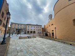 Citadelle et palais du Gouverneur, partiellement aménagé en Musée d'Ethnographie - Français:   Bastia, Piazza di A Corte, Place du Donjon, située à la Citadelle
