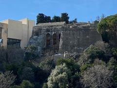 Citadelle et palais du Gouverneur, partiellement aménagé en Musée d'Ethnographie - Français:   Le bastion San Gerolamo qui surplombe le Vieux-Port, à la Citadelle de Bastia, Corse