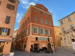 Citadelle et palais du Gouverneur, partiellement aménagé en Musée d'Ethnographie - Corsu:   A casa Zerbi, piazza di Corte, in citatella di Bastia, Corsica