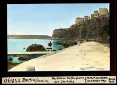 Citadelle et palais du Gouverneur, partiellement aménagé en Musée d'Ethnographie -